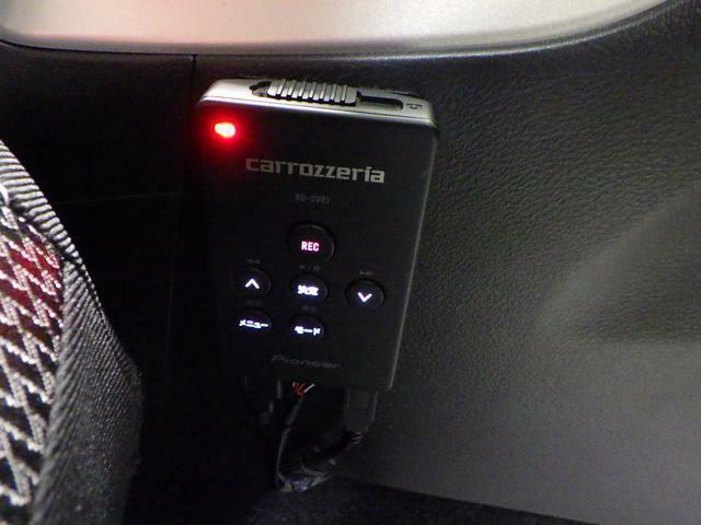 ドライブレコーダーで録画した映像の再生は、こちらのリモコン操作で可能です。