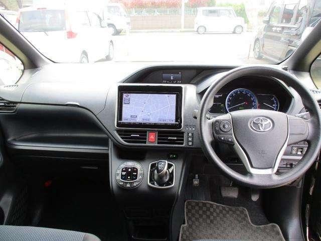シンプルでスタイリッシュな操作性の良い運転席です。各部コンディション良好で快調!!