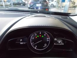 エンジンONでメーターフードの前方に立ち上がり、車速やナビゲーションのルート誘導など走行時に必要な情報をカラー表示するアクティブドライビングディスプレイ付き♪交通標識認識システム(TSR)も搭載♪