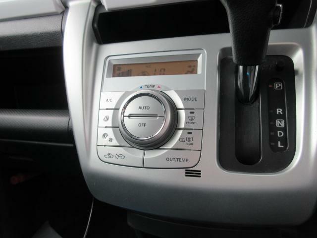 オートエアコンが装備されています♪温度設定のみで、風量・吹き出し口は自動で調整してくれます!