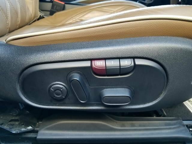 運転席と助手席にはパワーシートとシートヒーターを装備しております。