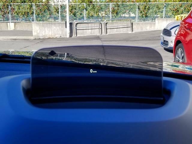 オプションのヘッドアップディスプレイ装備。