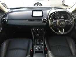 【運転席/助手席】黒革シートで内外装のデザインがとてもかっこいいです!