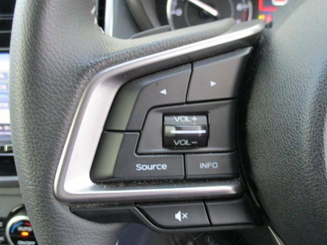 ステアリングオーディオリモコン。運転中も手元で操作が可能です、音量やチャンネルがスイッチひとつで変更可能です。