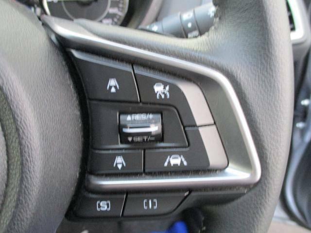 アイサイト機能の一つ追従機能付きクルーズコントロール操作スイッチです、速度の調整や車間距離の設定が可能です。