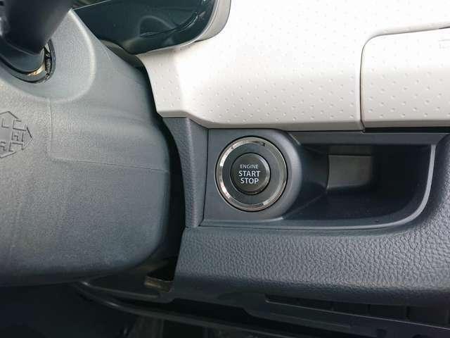 スマートエントリーキーは、キーがポケットやセカンドバックの中でもドアの開閉&エンジンスタートが楽々行えます!