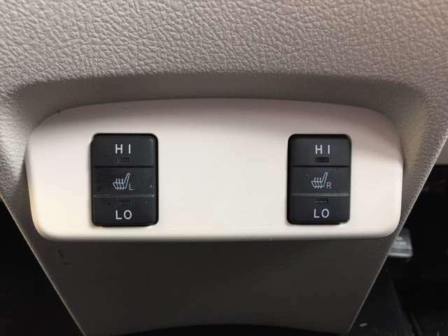 「前席シートヒーター」 シートの座面を温めるシートヒーターを運転席と助手席に装備♪2段階の調節が可能です♪