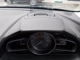 エンジンONでメーターフードの前方に立ち上がり、車速やナビゲーションのルート誘導など走行時に必要な情報をカラー表示するアクティブドライビングディスプレイ付き♪