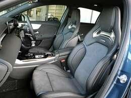 ◆AMGパフォーマンスシート ◆メモリー付パワーシート/電動ランバーサポート(前席) ◆マルチコントロールシートバック/リラクゼーション機能(前席) ◆シートヒーター(前席)