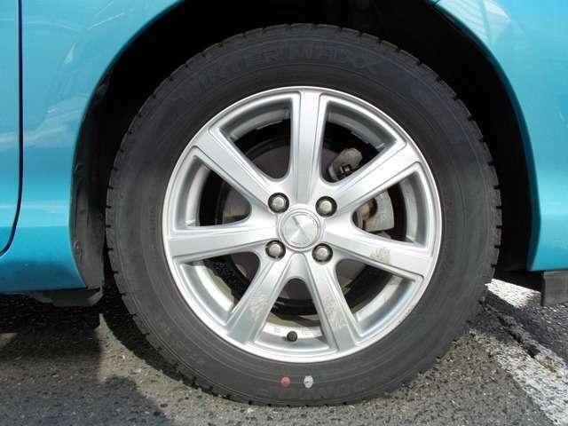 社外アルミホイール タイヤの溝も残っています。