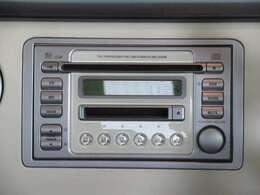 CD/MD対応ステレオ装備。