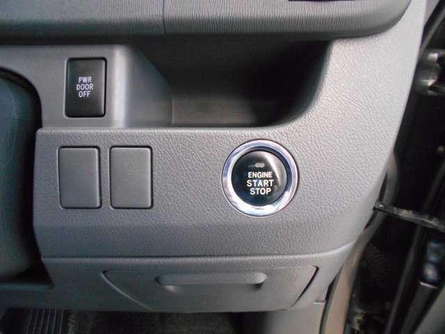 スマートキーはバッグに入れたままでもドアロック・アンロックもエンジン始動もOKです!雨の日や荷物が多いときはすごく便利ですよ。