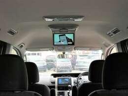 後部座席でもテレビやDVDが見れます!快適なドライブを楽しめます!