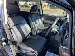 各種ブランドのシートカバーの取り扱いもございます。また、弊社オリジナルフロアマットもご用意しております。自慢の愛車をアレンジしてみてはいかがでしょうか。