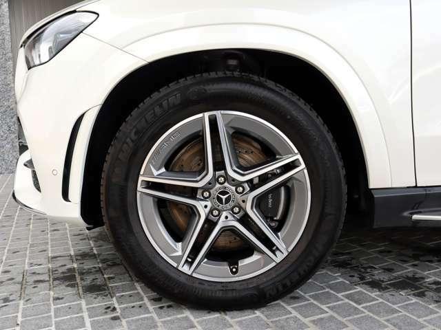 ◆20インチ AMG5ツインスポークアルミホイール ◆Mercedes-Benzロゴ付ブレーキキャリパー&ドリルドベンチレーテッドディスク