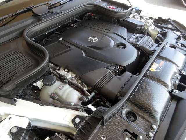 ◆3.0L 直列6気筒DOHCディーゼルエンジン+ターボ ◆330ps/4,200rpm:71.4kgm/3,200rpm(カタログ値)