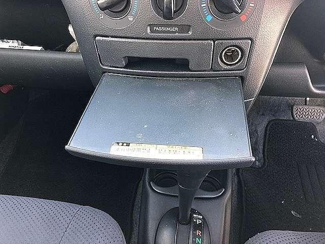 駐車中メモしたり、ちょっとした作業にトレーが使用可能!