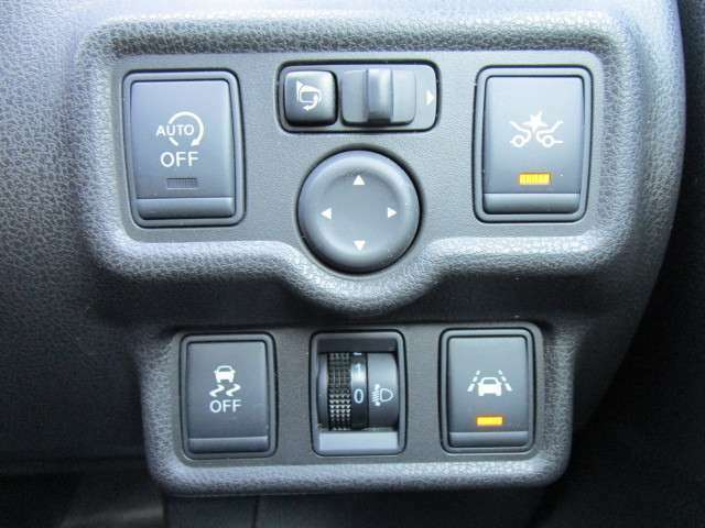 アイドリングストップや横滑り防止に衝突軽減ブレーキや車線逸脱警報付きで安心!