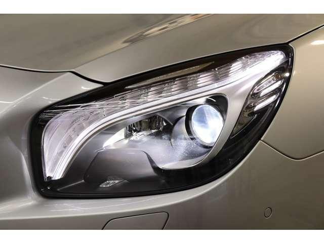 視認性に優れたキセノンヘッドライト&ライトウォッシャー機能を搭載!