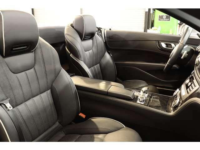 綺麗な状態が維持されたブラックレザーシートを設定!メモリー機能付きパワーシート、前席シートヒーター、エアスカーフ、ランバーサポートなど多機能設計でカーライフをサポート致します!
