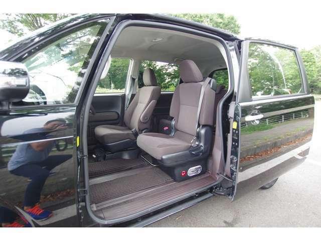 とても使いやすいサイズでこちらのモデルから運転席の後ろにもドアがつきました。手荷物を後ろの席に乗せるのも後席ドアのおかげで使いやすいですね!