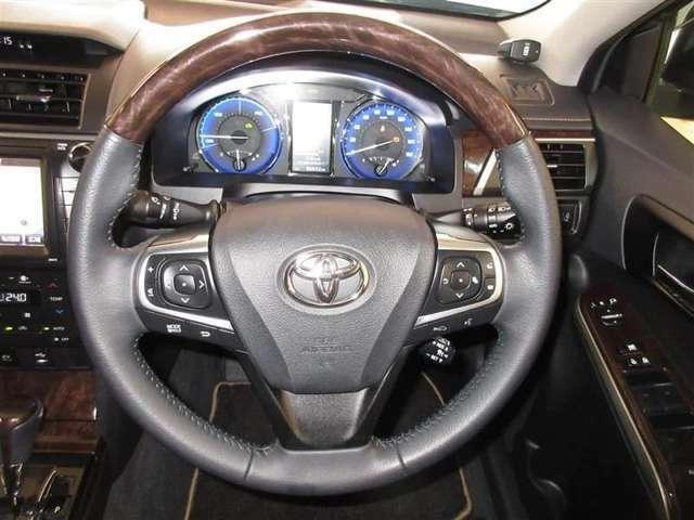 運転は軽いハンドル回しで軽快なドライブを楽しめます*ステアリングスイッチは、運転時も手を離さずともオーディオの操作もでき、便利です☆