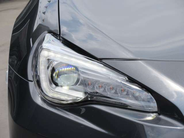 後期モデルより、採用されたLEDヘッドライトユニット♪ ヘッドライト、ポジションランプ、ウィンカーすべてがLEDとなります♪