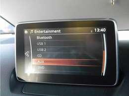 ■BluetoothやUSB、AUXなどスマホなどの外部端末とも接続可能! 気軽にお気に入りの音楽を楽しみながらドライブができます♪ 2つあるUSBポートの切り替えもラクラク!