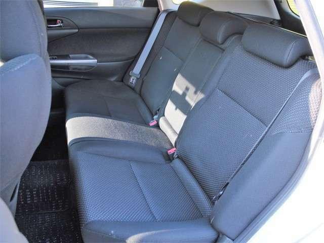 セカンドシートはチャイルドシート固定機構付きシートベルト装備