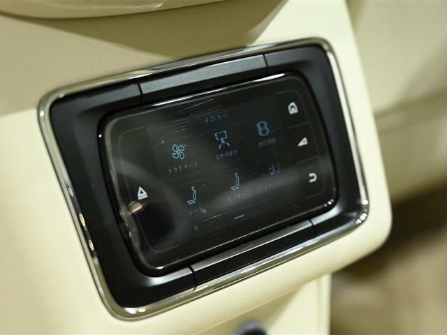 後部座席の空調などはこちらから設定できます。