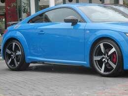 特別装備:5アームポリゴンデザインアルミホイール(アンスラサイトブラック/Audi Sport) ホイールサイズ:9J×19 タイヤサイズ:245/35R19 タイヤリペアキット タイヤプレッシャーワーニング quattro(4WD)