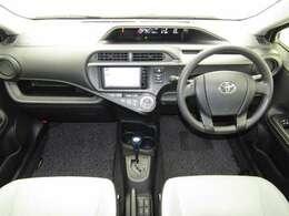 従来のコンパクトクラスのシートよりも座面を長く、シートバックを高くしたゆったりサイズのシートです!長時間のドライブも疲れにくいですよ♪燃費もいいから、ついロングドライブしてしまいそうですね!