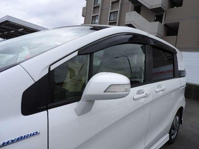 ドアバイザー付きです。雨の日でも雨が車内に入ることを気にせず空気の入れ替えができます!