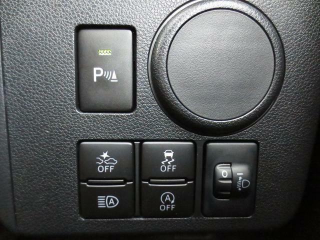 コーナーセンサーなどの各種スイッチは運転席前に設置されています☆ロービーム・ハイビームを自動で切り替えしてくれる、オートハイビーム機能も搭載されています♪