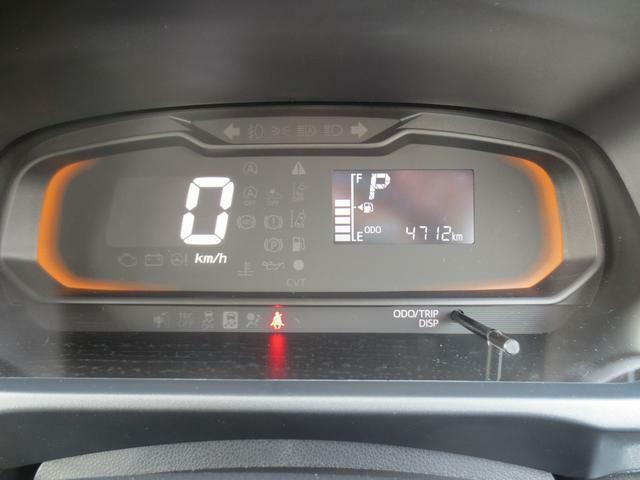 デジタル表示のスピードメーターとエコドライブアシスト照明☆速度表示が見やすく、燃費の良い運転をするとイルミネーションがアンバーからグリーンに変化します☆