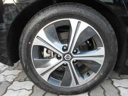 タイヤの溝も十分にございます。