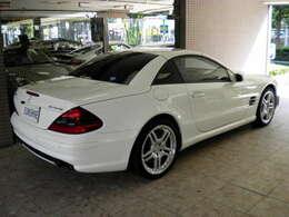 ボディカラーはアラバスターホワイトです。走行距離は僅か21000キロメートルです。詳しくは弊社ホームページをご覧くださいませ。http://www.sunshine-m.co.jp