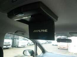 フリップダウンモニター付きで、長いドライブも退屈しません!