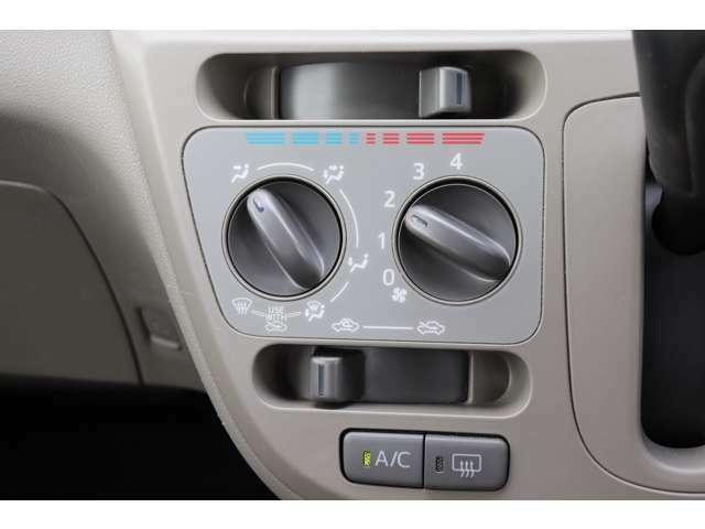 手の届きやすい所で簡単操作の空調コントロールパネル☆
