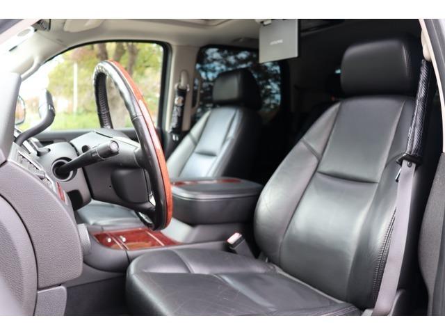 黒本革シートで、運転席、助手席共に綺麗な状態でゆったりお使いいただけます♪