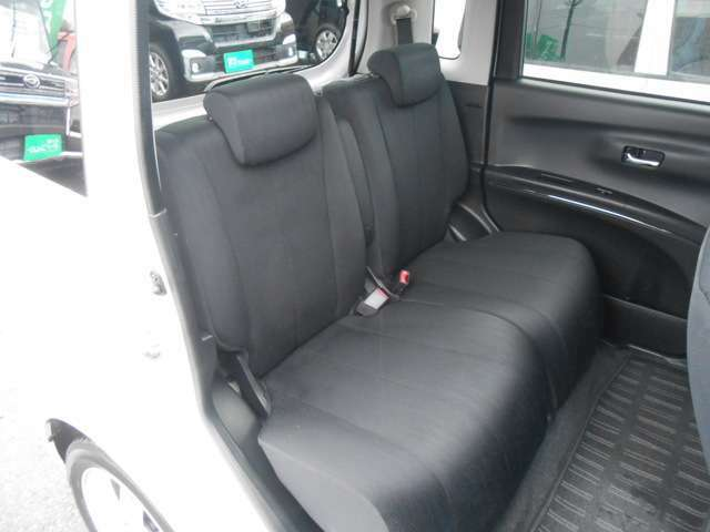 【後部座席も十分な広さがあります】