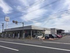 Honda Cars博多初のスモールストアで、広い店舗を活かしたくつろげるスペースも多く設けております♪