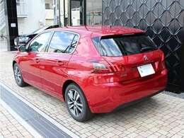 初度登録日から3年間(走行距離無制限)のメーカー新車保証を継承してご納車いたします。ご納車後、保証期間内は全国のプジョー正規ディーラーで保証整備をお受けいただけます。