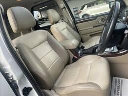 【レザーシート】人気メーカオプション。高級感溢れる車内を演出します。査定アップも見込める人気オプションです!