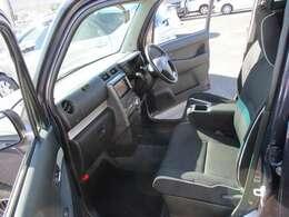 運転席・助手席はこんな感じです