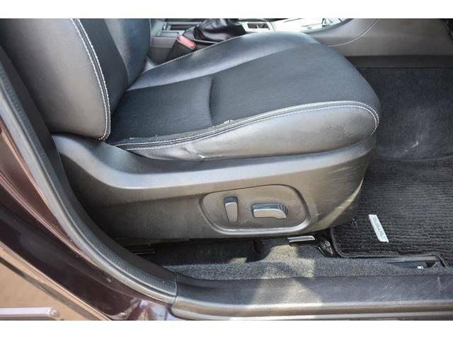 運転席は電動シートになっており細かいドライビングポジションの調整ができます