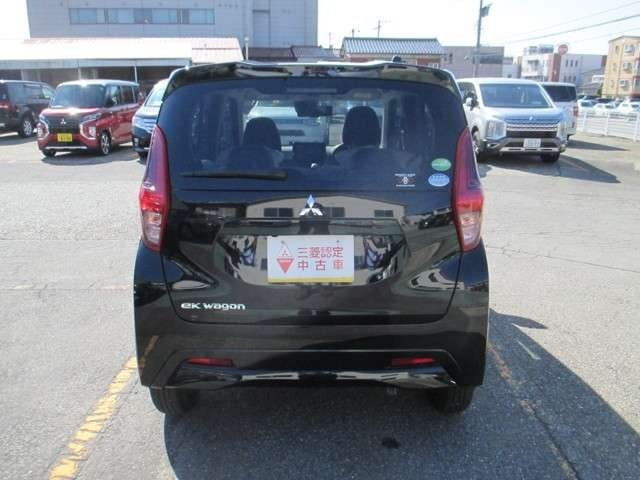 弊社の車は三菱認定中古車で1年間の保証付です。全国の三菱ディーラーで保証修理が受けられます。詳しくは弊社スタッフにお問合せ下さい。