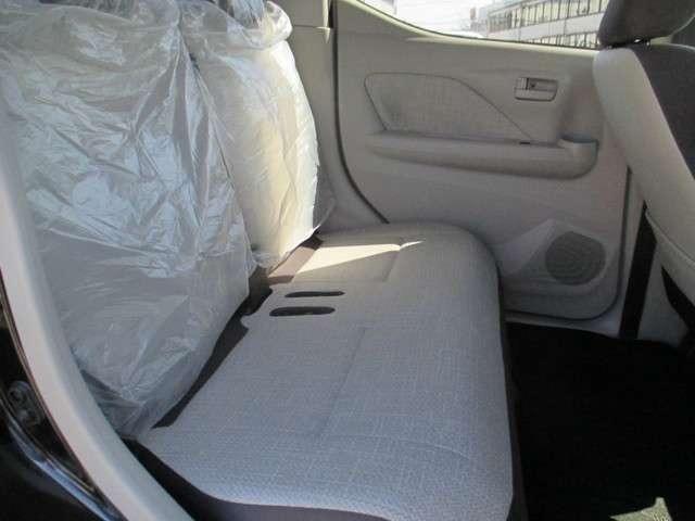 リヤシートもスライドして大変乗りやすいですよ。