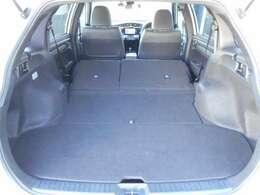 リヤシートを倒せば畳1畳分のスペースが出現!