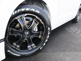 足元にはFLEX専用ホイール バルベロディープス 17AWを装着! タイヤはナスカーホワイトレタータイヤを合わせています。